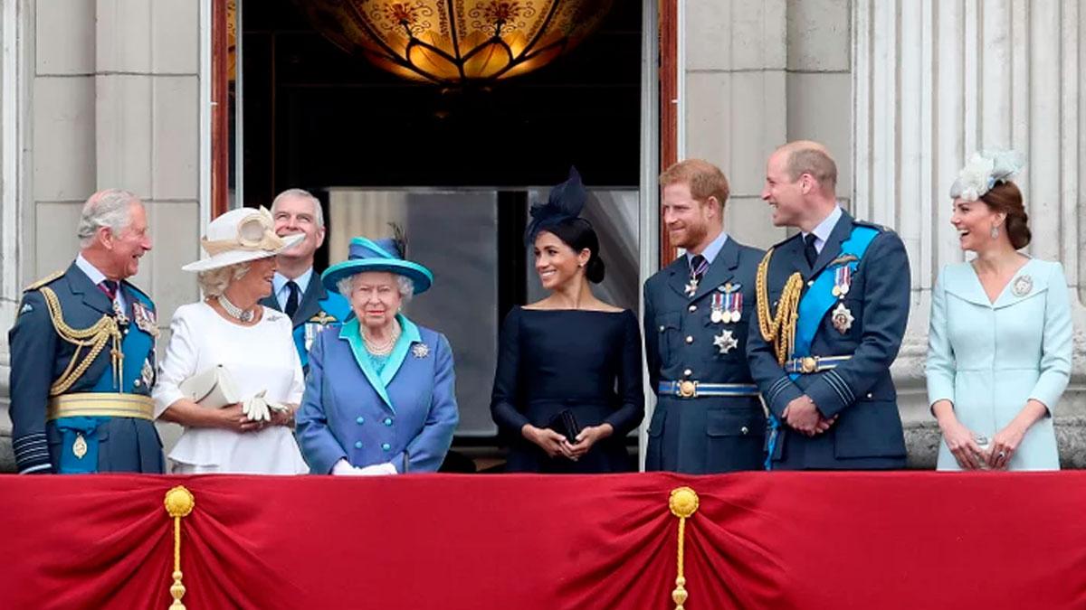 La corona británica se reúne de emergencia por la renuncia de Harry y Meghan