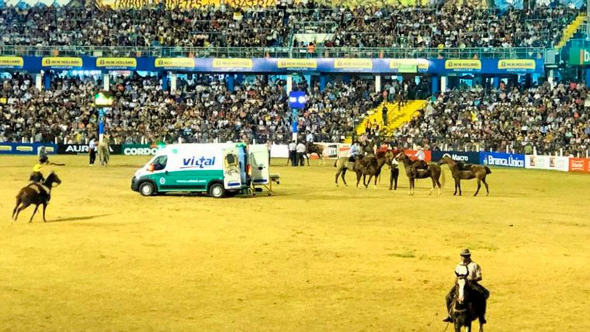 Festival de Jesús María: un jinete murió aplastado por su caballo