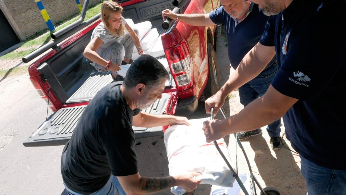 Familia recibió la ayuda de Luz y Fuerza para reconstruir su casa incendiada