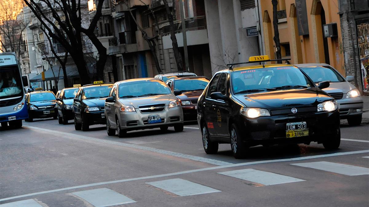 Tras el paro por la muerte de un chofer, los taxis vuelven a circular por Rosario